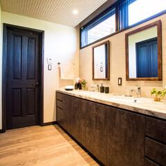 木製/ドア/別送/洗面所/洗面化粧台 4枚のパネルが特徴の木製輸入ドアを千葉の…(1枚目)