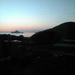 電車 帰りの風景です😊  帰りと夕日のタイミン…