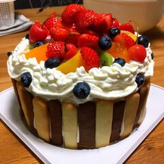手作り感満載w/誕生日/フルーツ/バースデーケーキ 明日、というか今日は息子の7歳の誕生日。…
