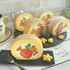 フルーツケーキ/手作りおやつ/ロールケーキ/スイーツ/フード/グルメ/... フルーツがたくさん入ったロールケーキが食…