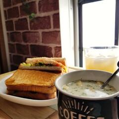 いつもありがとうございます/サンドイッチ/おうちカフェ/おうちご飯/キャンドゥ/セリア/... 昨日のお昼は簡単に サンドイッチにしまし…