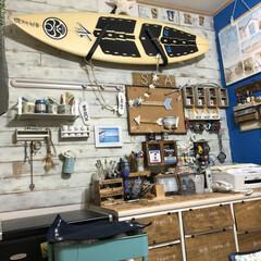 板壁/壁面/リビング/サーフボード/DIY/雑貨 リビング壁面は板壁にDIY サーフボード…