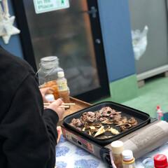 おうち時間を楽しく/おうちバーベキュー/屋上/焼肉/おうちごはん/うちの定番料理 我が家の定番料理は 焼肉〜  部屋の中で…