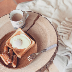 休日/朝ごはん/丸太/ベッドルーム/令和元年フォト投稿キャンペーン/至福のひととき/...  幸せ わたしの 朝ごはん  ウインナー…