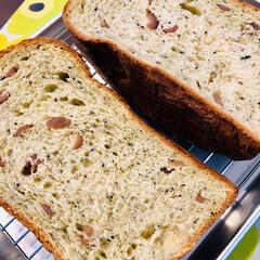 今日のお弁当/ホームベーカリー 今日のお弁当🍱 今朝焼いたパン 抹茶黒豆…(3枚目)