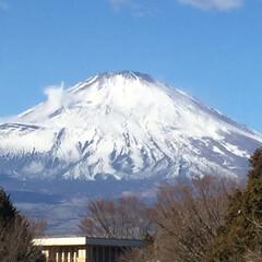 やっぱり綺麗 冬の富士山/年末のご挨拶/富士山 今日は 御殿場‼️  動いてる〜❣️