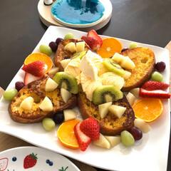 nagomiさんのお皿/コンコンブル/朝ごパン/リビングあるある 今日の朝ごパン🍞   フレンチトースト …