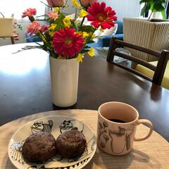 ダイニングテーブルに、お花を/フード またまた   おはぎ❣️ 今日は お昼が…(1枚目)