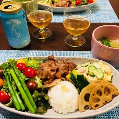 フード 今日の晩御飯 豚の生姜焼き グリーンサラ…(1枚目)