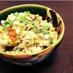 秋/おうちごはん/ひき肉/炊き込みごはん/出汁醤油/そぼろ ひき肉を出汁醤油で炒め炊くだけの簡単炊き…