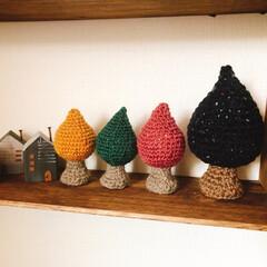編み編み大好き/編み編みツリー/インテリア/100均/ハンドメイド 増えたよぉー🤣🤣🤣 木🌳が並んだ(*´艸…