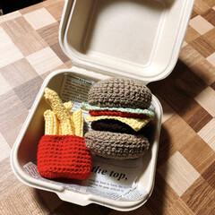 ハンバーガーセット/編み編み大好き/ハンドメイド/雑貨だいすき 昨日の続き... 容器に入れてみました✨…
