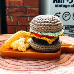 編み編み大好き/ハンドメイド/雑貨だいすき ハンバーガー🍔andポテト🍟編み編みしま…