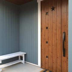 リクシル/IKEA/ドアマット/玄関ドア/DIY 我が家の玄関ドアです。ドアに黒のバーンス…