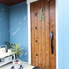 ベンチ/玄関マット/しめ縄/無印良品/無印/ユッカ/... 毎年恒例、無印良品のしめ縄を玄関ドアに付…