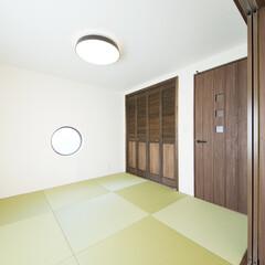 和室/小上がり和室/半畳畳/サークル窓 和室はリビングからもホールからも出入りで…