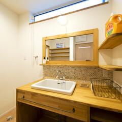 洗面台 洗面化粧台もナチュラルカラーで統一。