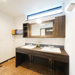 ダブルシンク/シンク 広々とした洗面室にはダブルシンク。忙しい…
