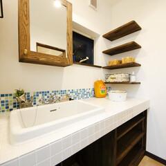 タイル/洗面台 洗面化粧台もお気に入りのタイル貼りで収納…