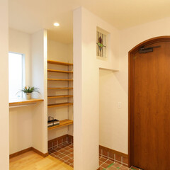 シューズクローク 収納バッチリの家族玄関。シューズクローク…