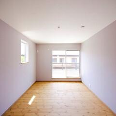 クロス 奥様憧れのパープル色の寝室。NYのアパー…