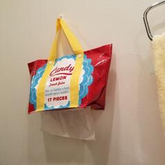 ペーパータオル/セリア/100均/DIY/キッチン雑貨/キッチン/... 100均の袋に穴を開けてペーパータオルホ…