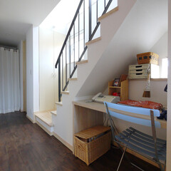 ワークスペース/ワークデスク/狭小住宅/新築住宅/デスク/書斎/... 「11坪の居心地HOME」階段下を利用し…