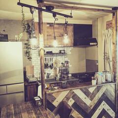 DIY/原状回復可能/賃貸インテリア/セルフリノベ/ディアウォール 先日DIYしたヘリンボーンのキッチンカウ…