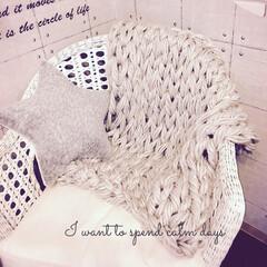 腕編み/ビッグヤーン風/ブランケット/手作り/100均/ダイソー ダイソーの毛糸を束ねビッグヤーン風に腕編…