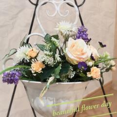 イーゼル/玄関/薔薇/お花のある暮らし/趣味の時間/ハンドメイド/... 玄関に飾るアレンジ 器がちょっと重たいの…