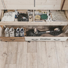 ブライワックスジャコビアン/ミルクペイント/オールドウッドワックス/収納ベンチ/DIYのある暮らし/玄関収納/... 収納ベンチの中には、私のdiy工具やペイ…