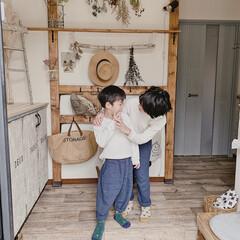 おうちのこと/日々の暮らし/DIYのある暮らし/靴箱リメイク/クッションフロア/子どもと暮らす/... 私が玄関で一人時間を長〜く過ごしていると…