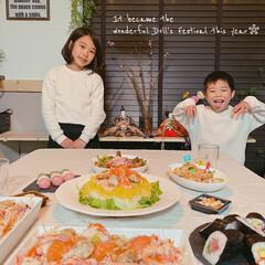 ちらし寿司/お雛様/ひなまつりごはん/ひな祭りパーティー/ひな祭り/暮らしを楽しむ/... お雛様と記念にパシャリ♡  息子は、自分…