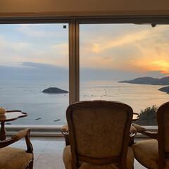 暮らしを楽しむ/日の入り/癒やしの海/癒やし/冬の海/夕日/... 山のてっぺんにあるホテルからの眺めは格別…