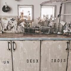 玄関/暮らしを楽しむ/DIY女子/ステンシル/ミルクペイント/靴箱リメイク/... 茶色のごくごく普通だった靴箱。 リメイク…