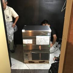 製氷機/店舗工事/リフォーム/リノベーション/設備工事 店舗の製氷機取り付けの様子