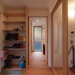 DIYを愉しむワークスペースのある.../リノベーション/リフォーム/戸建て/マンション/玄関/... ■引込み戸を用い、凹凸のない空間となるよ…