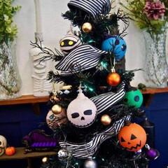 ハロウィンツリー/ハロウィン/100均/ニトリ/ダイソー/100均deハロウィン 去年ダイソーで購入したクリスマスツリーに…(2枚目)
