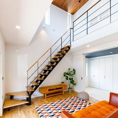 カリフォルニアスタイル/階段/スタイリッシュ/F.Bird HOUSE/ロブスクエア/ラグ/... カリフォルニアスタイルの特徴である白い壁…