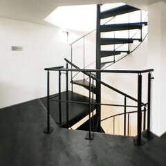 階段/デザイン階段/螺旋階段/家づくり/デザイン住宅/住まい/... コントラストがシックな空間を演出