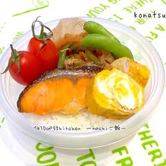 だし巻き玉子/コチュジャン炒め/ジップロック/お仕事お弁当/手作り/お弁当 私のお弁当 ✤焼き鮭 ✤豚肉とキャベツの…