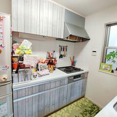 DIY/木目調リメイクシート/木目調/木目/キッチンリフォーム/キッチンリメイク/... キッチンに壁紙を貼ってリメイクしてみまし…