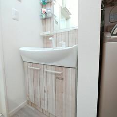 壁紙シート/壁紙リメイク/壁紙DIY/壁紙/洗面台DIY/洗面台リメイク/... 洗面台をこの前リメイクしましたが暗すぎた…