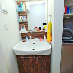 壁紙はり/壁紙リメイク/壁紙シート/壁紙/洗面台DIY/洗面台リメイク/... 洗面台をリメイクしてみました😄 今回はダ…