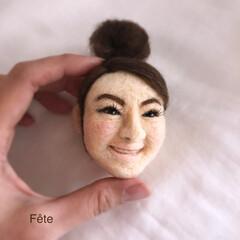 羊毛フェルト 羊毛フェルトで立体の顔を作りました。 大…