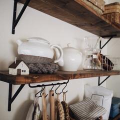 ポットマット/ポット/飾り棚/キッチン用品 /漆喰壁/ハンドメイド/... キッチン横の飾り棚😊♥︎ こちらにはキッ…