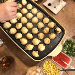 タコパ/シダーベージュ/ブルーノホットプレートグランデ/たこ焼き/晩御飯/わたしのごはん 今日はパパが飲み会。 そんな日の晩ご飯は…