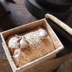 ハンドメイド/彫金/ブローチ/装身具/動物 高肉打ち出しの金具を実際の装身具として仕…