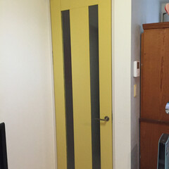 ペンキ/バターミルクペイント/ペット/DIY/インテリア/リフォーム ドアを黄色にペイント! http://a…