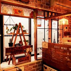カフェ風/出窓/DIY/セリア/アクリル板 出窓をカフェ風にしたくてアクリル板を使っ…
